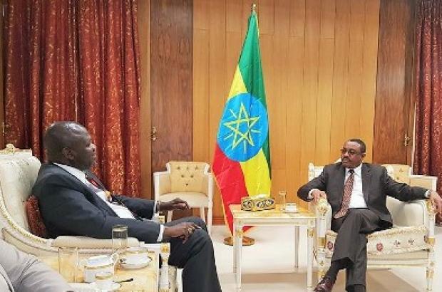 Hailemariam Desalegn, meets  South Sudanese First Vice President, Riek Machar,