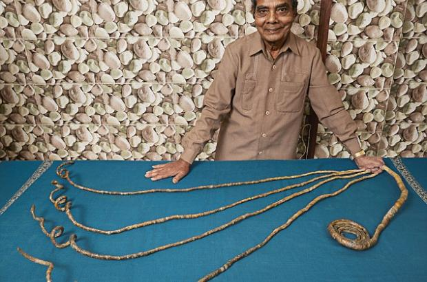 Indian man with the world's longest fingernails on ONE HAND