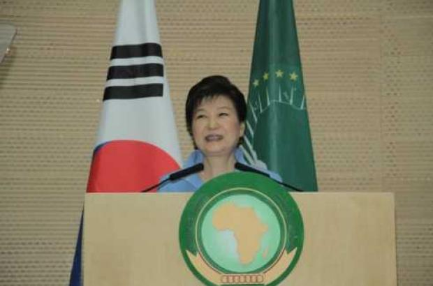 South Korea's President asks for help to counter N Korea, offers 10,000 youth exchan...