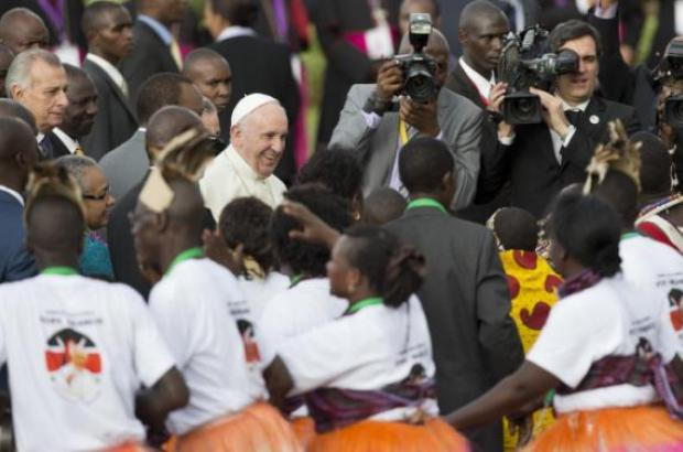 Pope Francis urges Kenyans to work for peace