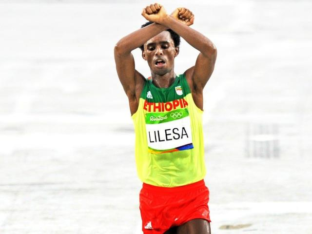 Feyisa Lelisa of Ethiopia will not lose Olympics silver for OromoProtests gesture