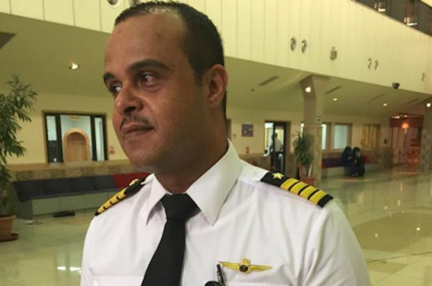 Passenger aircraft pilot dies just before landing