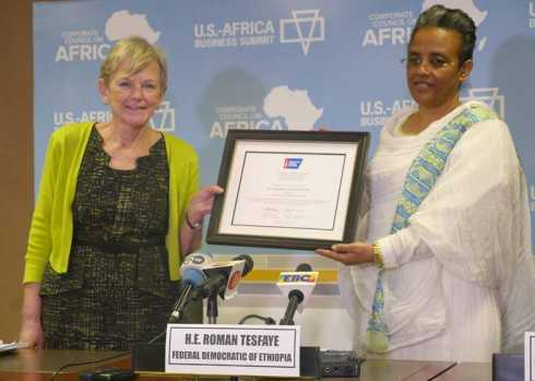 First Lady Receives a Distinguished Service Award from the American Cancer Society