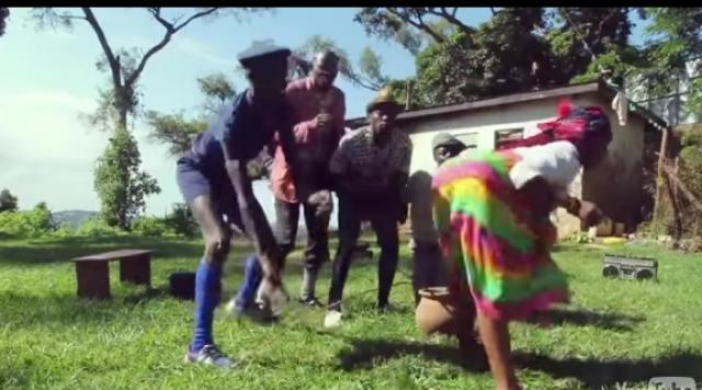 African Funny Dance - See this