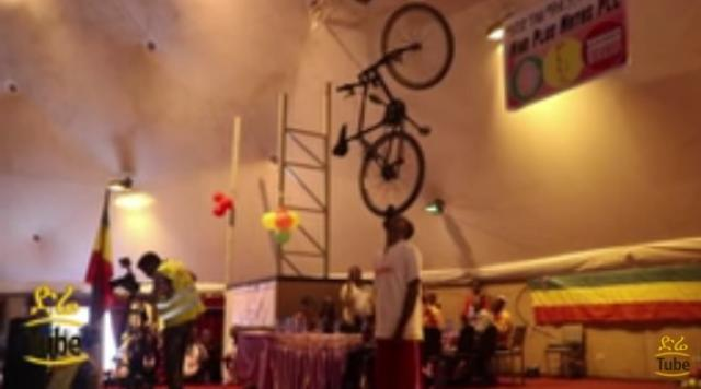 Watch Ethiopian Guy Carrying A Bicycle With Just his Mouth