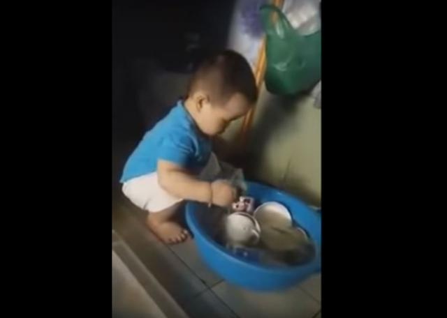 Watch this cute Baby Helping His Mother Washing Dishes