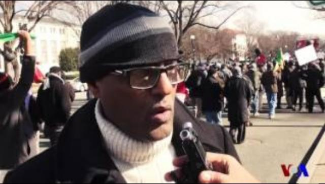 Demonstrators in Washington DC speak with VOA
