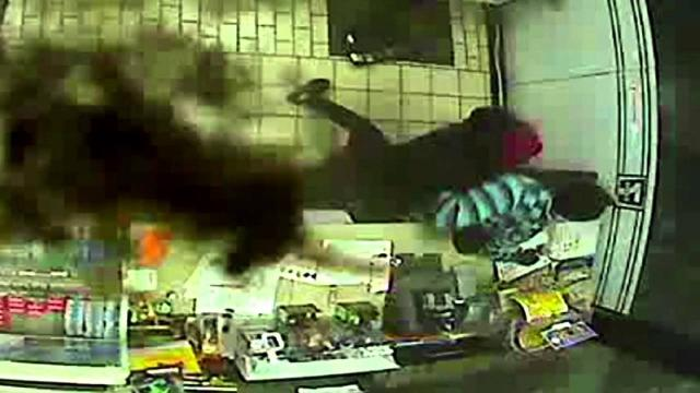 Mesquite Store Clerk Fights off Armed Robber