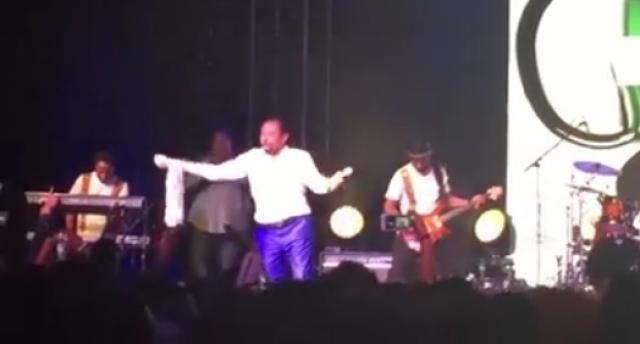 Gossaye Tesfaye on stage - Enatye -   Ethiopian Music video 2016