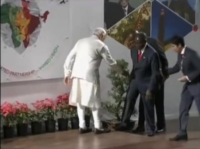 President Mugabe Almost Falls In India