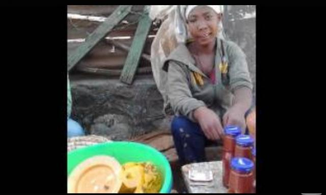 Sheger Radio - Degree holder girl sells toasted cereals in Addis Ababa streets