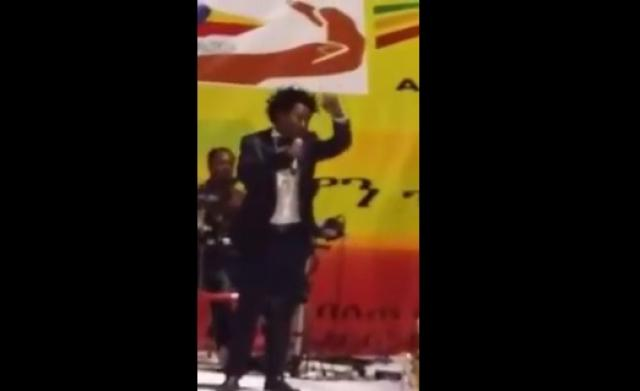 Tarekegn Mulu singing on stage on Ethiopians' Day in Abu Dhabi
