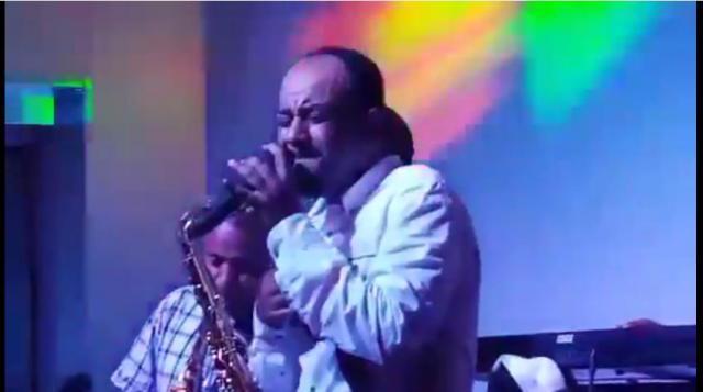 "Ethiopia: Abebe Teka singing ""Sew Tiru"" on stage"