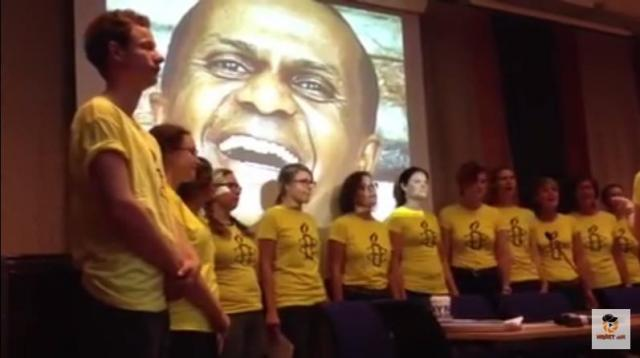 Ethiopia: Members of Amnesty Sweden, singing for jailed journalists