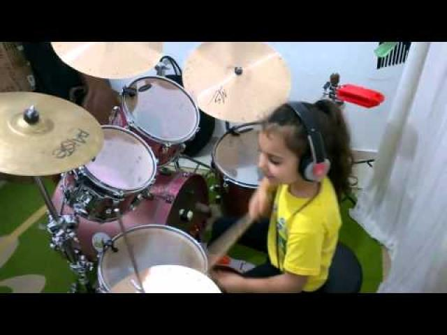 System Of A Down - Toxicity (Drum cover) by 5 Years-old girl Eduarda Henklein