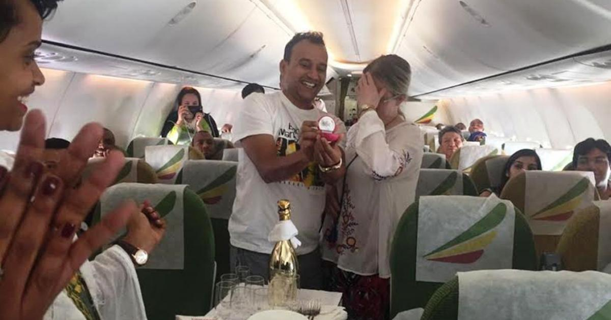 Love on the air: A man proposes his girl-friend on board of Ethiopian