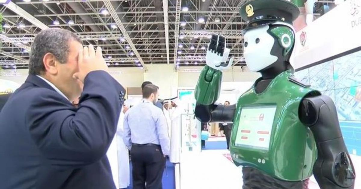 World's first police robot unveiled in Dubai