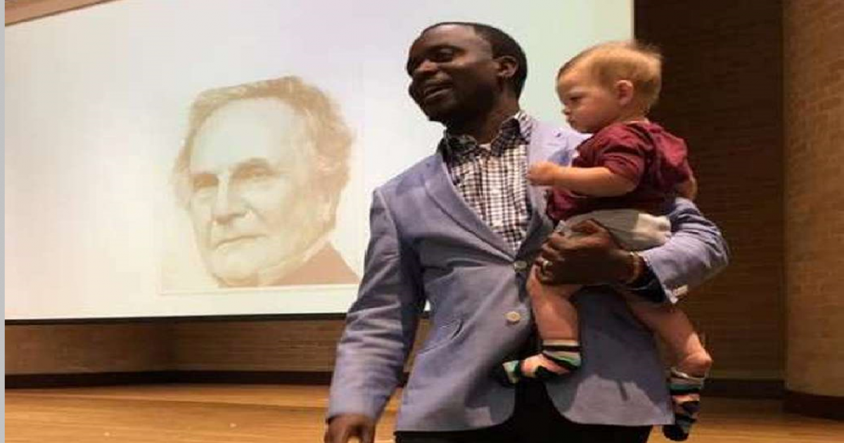 Texas A&M Professor Invites Single Mom Without a Babysitter to Bring Son to Class