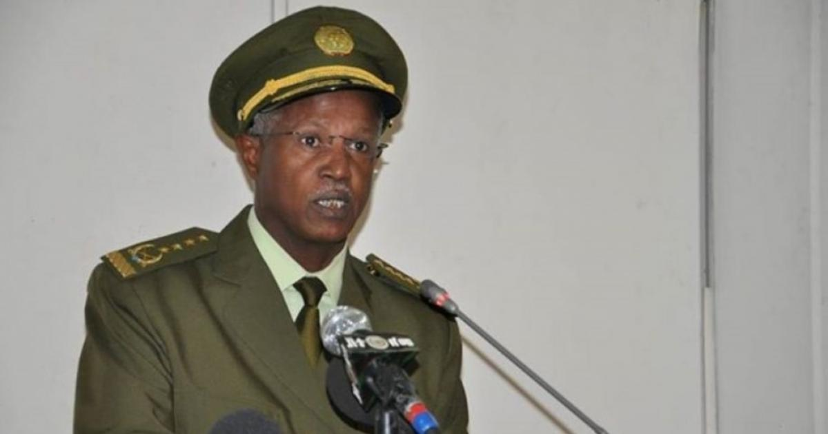 Sudan's Al-Bashir gives Sudan's highest military award to Samora Yenus of ENDF
