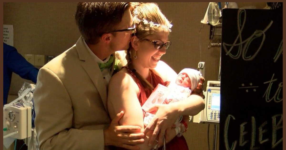 Couple gets married in hospital 5 hours after bride gives birth