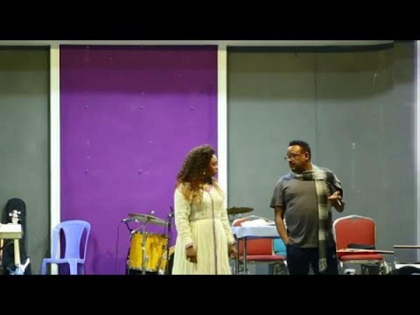 አስቂኝ የመድረክ ትወና በአርቲስት ሽመልስ አበራ ጆሮ | Funny stage act by Shimeles Abera Joro