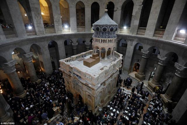 """Jesus's tomb"" reopens in Jerusalem after months of restoration"