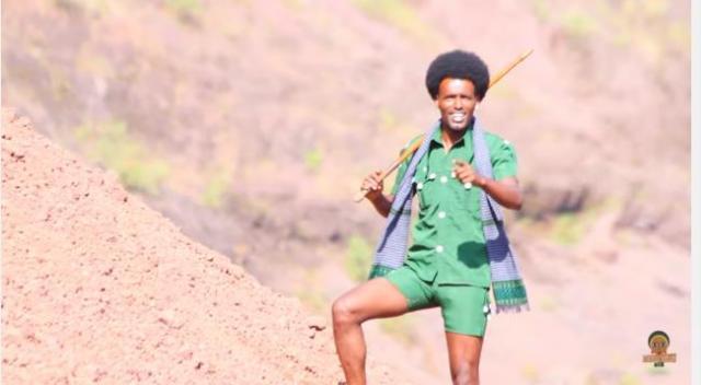 Mekuanentu Kasahun - Sarewe (ሳረወ) - New Ethiopian Traditional Music Video 2016