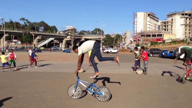 riding a bike backwards ይሄ ነው ብቃት in Addis Ababa Ethiopia