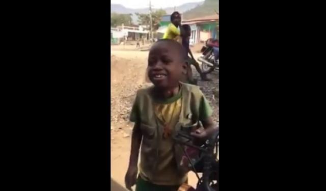 Watch this Ethiopian kid singing Aster Aweke's song [Funny]