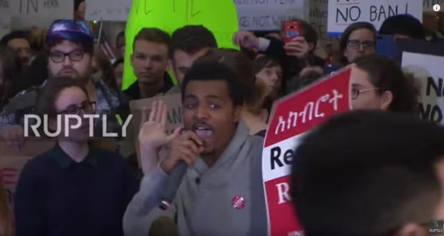 USA: Anti-Trump protesters rally against 'Muslim ban' at Washington Reagan National Airport