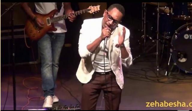 Bizuayehu Demisse  - Mamene (ማመኔ) on Stage | Ethiopian Music