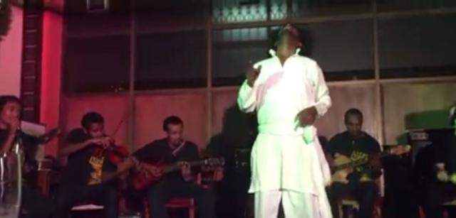 Le-alem acoustic plays Fikir Ende Kirar with Dancer MELAKU BELAY