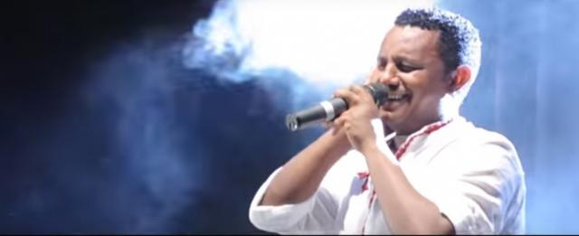 Teddy Afro - Gigino - Performing on stage